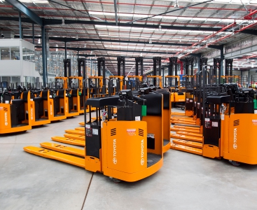 Material handling equipment/ Forklift